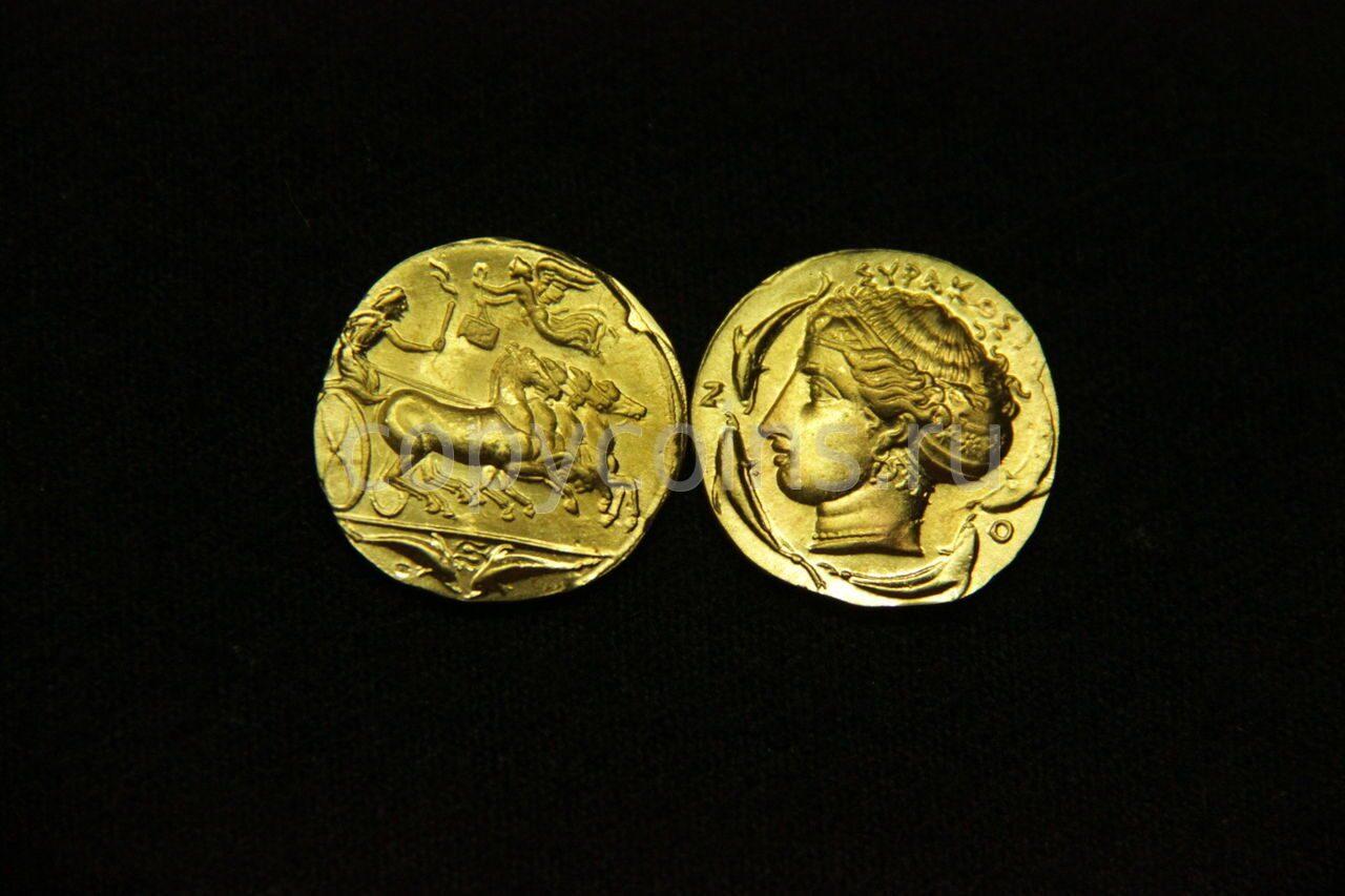 Римская монета колесница и ангел бронза.