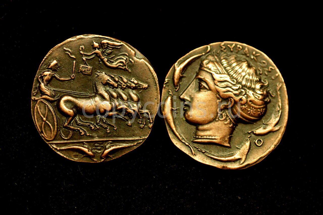 Римская монета колесница и ангел медь.